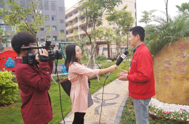 东坑电台采访文明创建企业